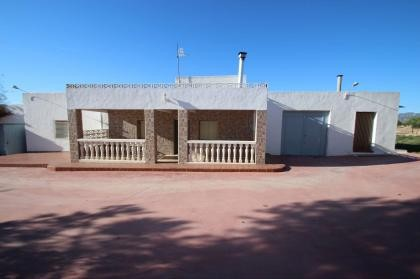 Villa in yecla with 100.000M2 Organic Olive farm, great business opportunity.  Rent to buy option for 24 months