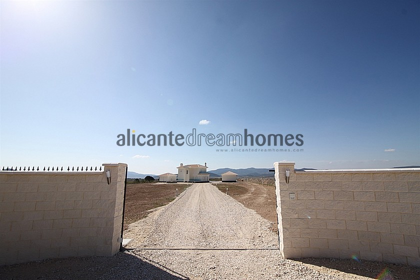 Luxury New Villas with Pool  inc. land, licences & legalities in Alicante Dream Homes