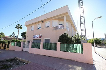 Massive Town House with business opportunity in Monovar