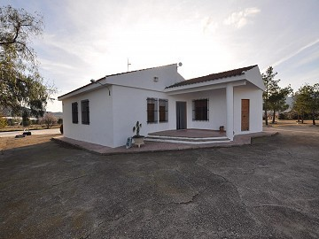 3 Bedroom Villa with pool and guest house