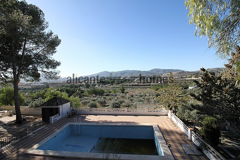 Large villa with Casita / guest house, pool, garden + garage. Walk to town in Alicante Dream Homes
