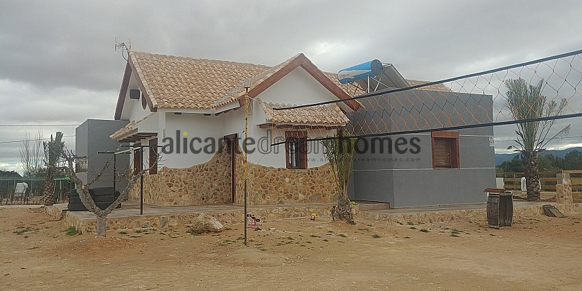 Spectacular property with pool in Yecla / RP1261 in Alicante Dream Homes