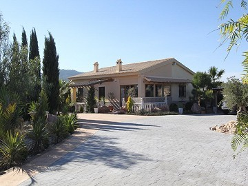 3 Bed 2 Bath Villa with covered pool and fully refurbished