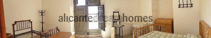 3 storey traditional country home in great condition  in Alicante Dream Homes