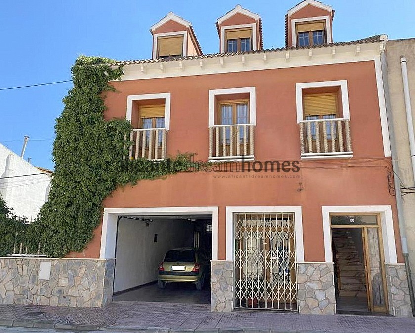 Large Townhouse in with private pool in Caudete in Alicante Dream Homes