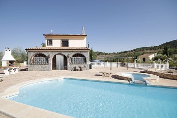 Lovely Country Villa with a pool and stables for horses