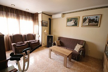 Large townhouse ideal to divide into two apartments for renting, perfect location