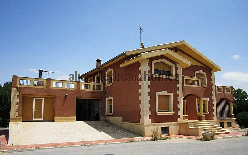 6 Bed Mansion 3km from Yecla in Alicante Dream Homes