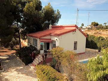 4 Bed Villa with 1 Bed Guest house and Pool