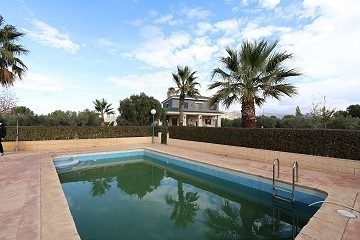 Magnificent 6 Bed Villa in Sax