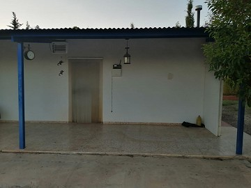 Town House in Caudete with permission to Extend