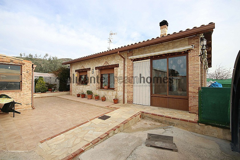 Detached Villa with a pool, guest annex and garage in Alicante Dream Homes