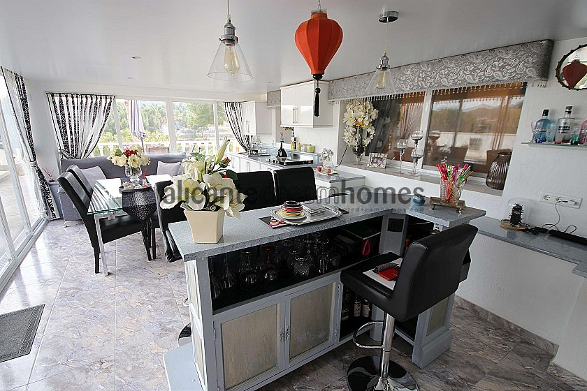 Lovely Detached Villa with a pool and views 15min from Alicante in Alicante Dream Homes