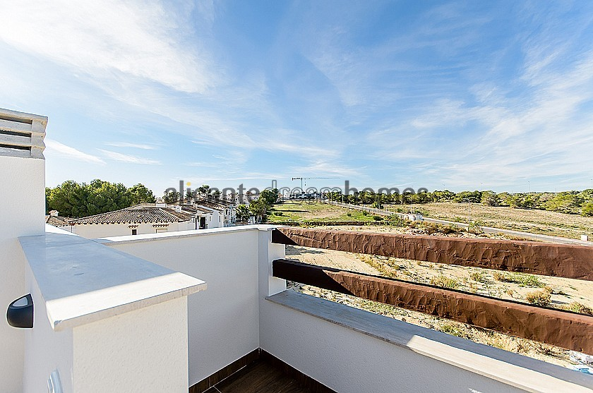 Amazing Apartment with huge Communal Pool and 4 Golf Courses nearby in Alicante Dream Homes