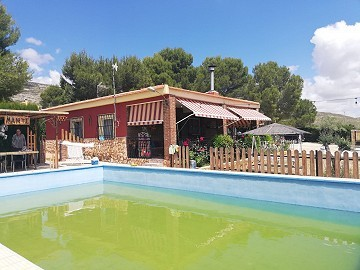 Country House with 4 Bedrooms and pool