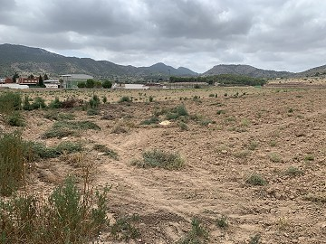Building plot walking distance to town