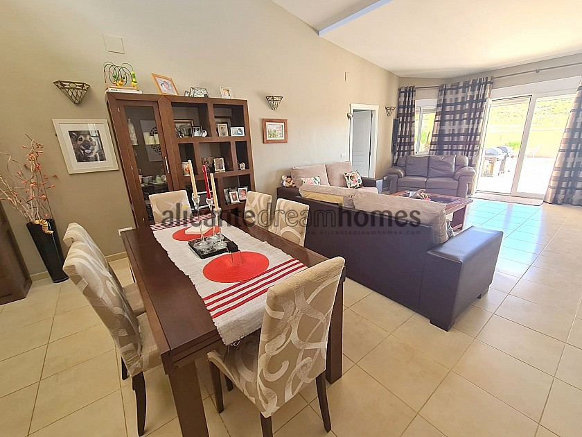 3 Bed Modern house with all en-suite bedrooms and pool in Alicante Dream Homes