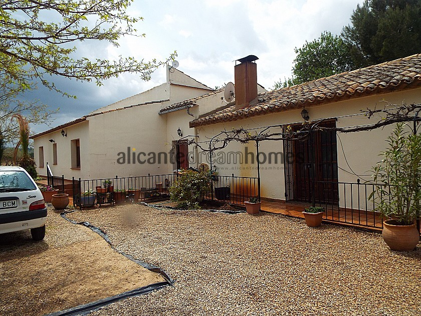Stunning Walk to Town Villa in Ayora with large Pool in Alicante Dream Homes
